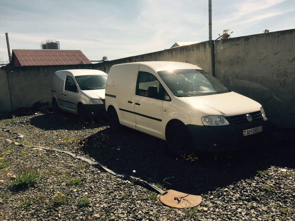 VW Caddy белый